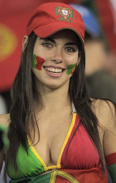 Hot-Euro-2012-fans-19